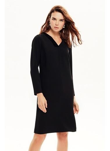 NaraMaxx Kadife Detaylı Düz Kesim Elbise Siyah